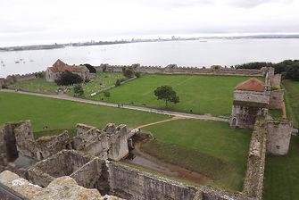 В 12 веке на территории замка Портчестер был монастырь августинцев