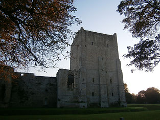 римский порт, а позднее норманнский замок