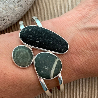 Over the Moon :: Three Clustered 5 Beach Stone Cuff