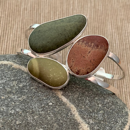 Signs of Spring :: Three Clustered 5 Beach Stone Cuff