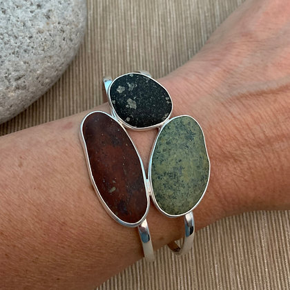 A Distant View :: Three Clustered 5 Beach Stone Cuff