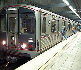 Purple_Line_train_on_Wilshire-Western_li
