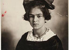 210px-Guillermo_Kahlo_-_Frida_Kahlo,_Jun