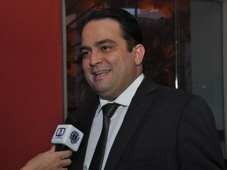 Prefeito Roberto Naves já teria ao menos dez partidos apoiando a sua reeleição