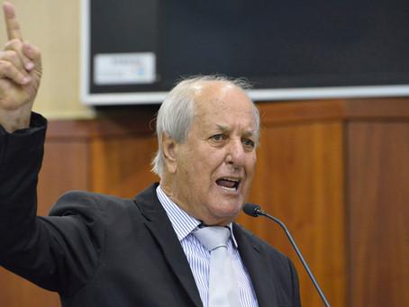 Jornalista esportivo Mané de Oliveira morre aos 80 anos
