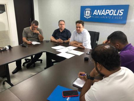 Prefeito Roberto Naves apresenta proposta para reajuste salarial dos professores