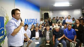 Prefeito Roberto Naves empossa cinco secretários municipais