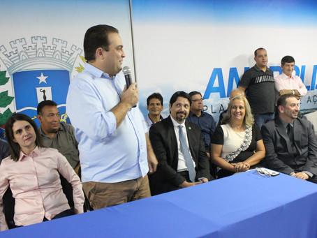 Prefeito Roberto Naves empossa novos titulares na Educação e na Cultura