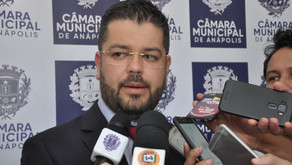 """""""Nos envergonha"""", diz Leandro sobre obra parada da Câmara"""