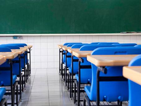 Profissionais da educação e políticos defendem escolas como serviço essencial