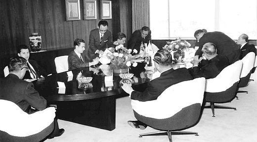 Firma contrato con Nisshin abril 1970