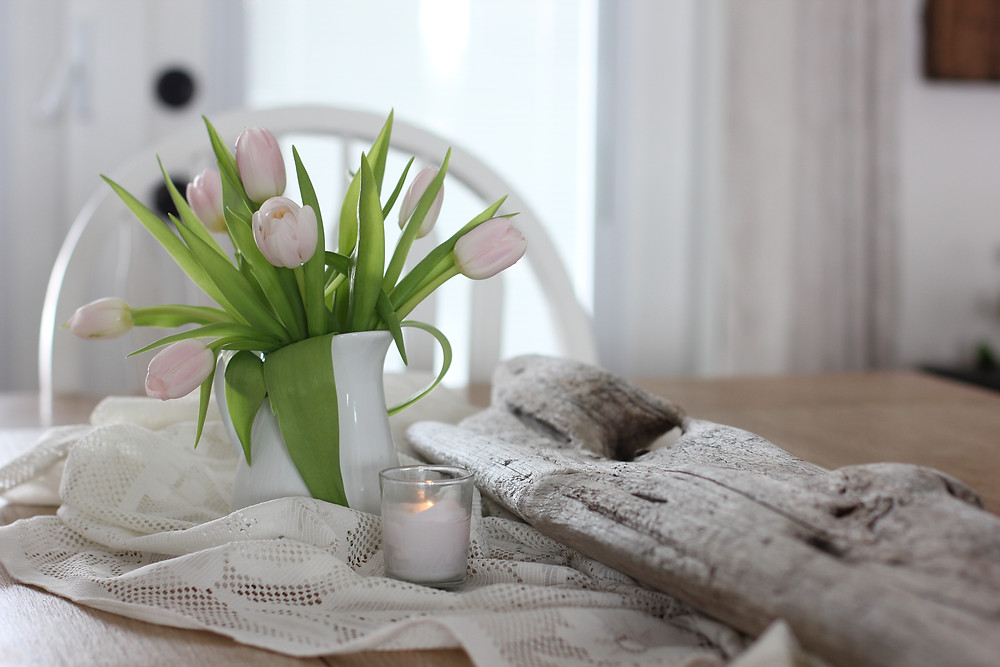 Driftwood, pink tulips, white candle