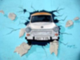 Samochód przez ścianę Graffiti
