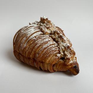 croissant frutos secos - many nuts croissant - s/.12