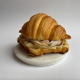 croissant mixto - ham & cheese croissant -  s/.15