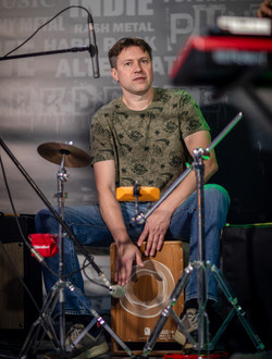 Гарик Петров на перкуссии