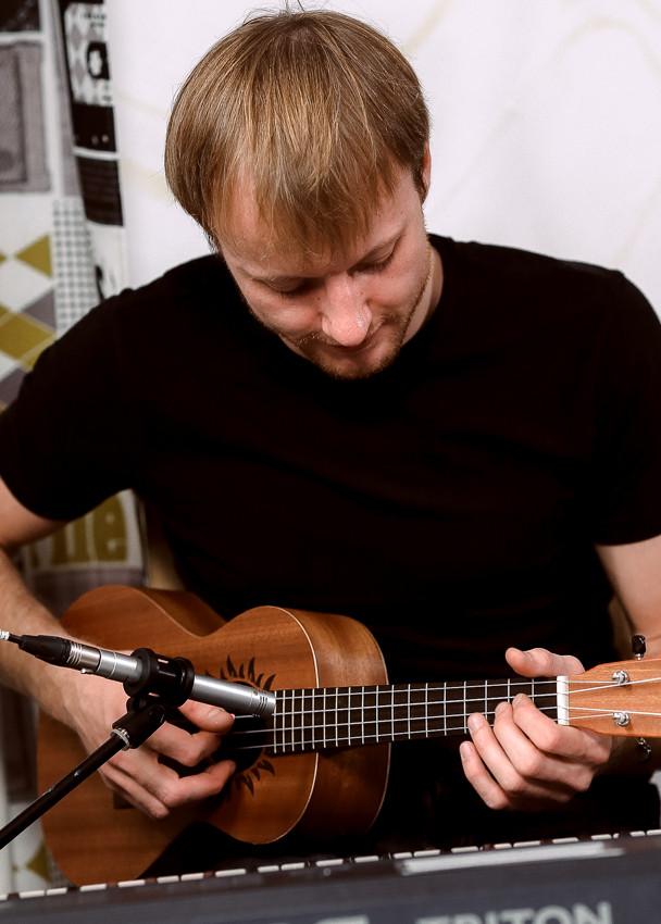 Алексей Кириченко - соло на укулеле