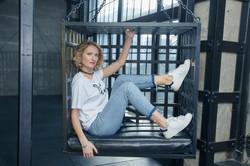 Анна Савцова в клетке
