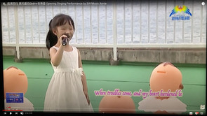 Student Annie singing English Song You Raise Me Up at the Charity Show. Annie在基督教慈善節目中演唱英語歌曲