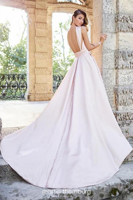 Vestido de Noiva com Decote nas Costas - Martin Thornburg