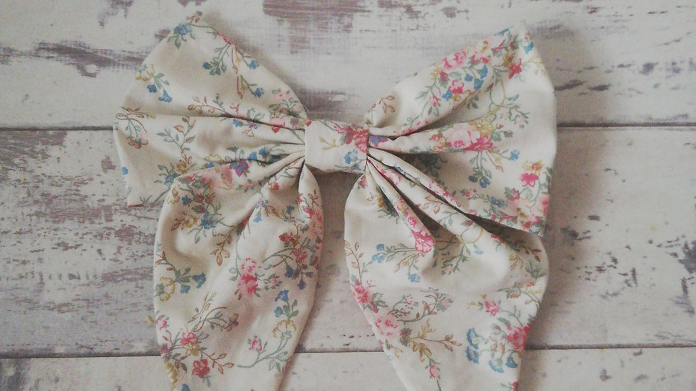 Large vintage floral bow clip