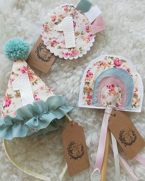 Happy Tuesday everyone _This is just the cutest bundle 😍__#handmade#shopsmallne#thesmallteessiders