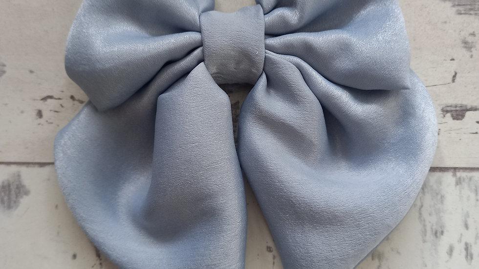 Blue midi bow clip