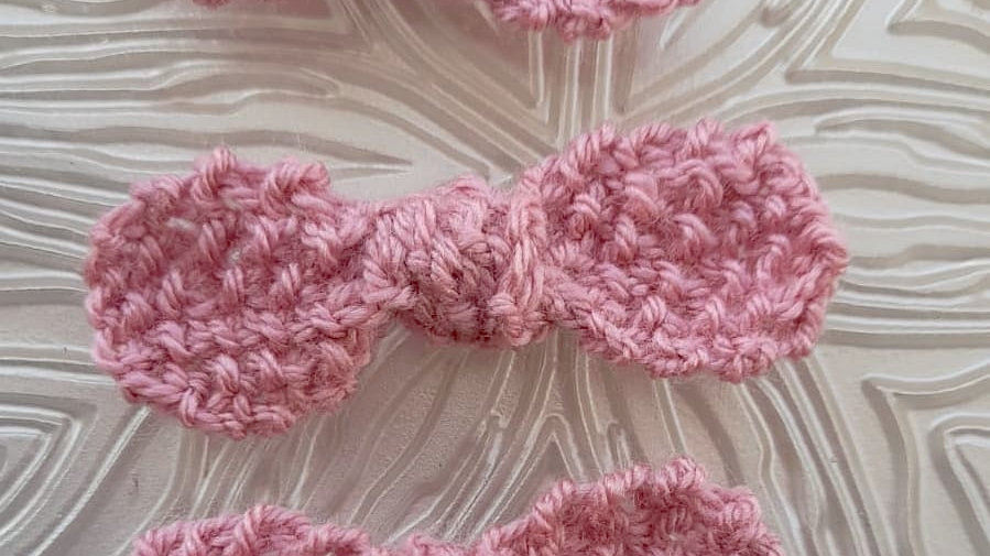 Hank knitted bow