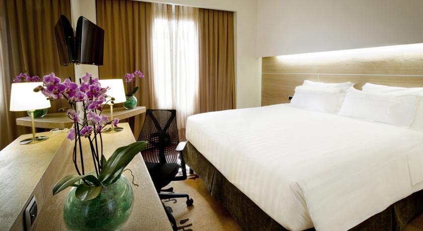 HOTEL CLARIDGE HILTON