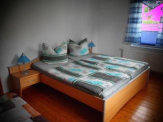 Fewo2 SchlafzimmerLiege1gross.jpg