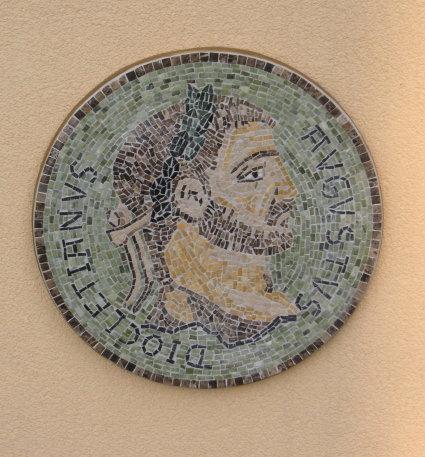 "Wandmosaik ""Römische Münze"""