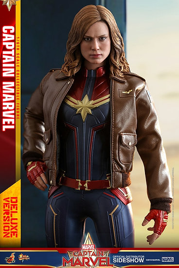 Capitana Marvel Deluxe Version Sixth Scale Figure by Hot Toys