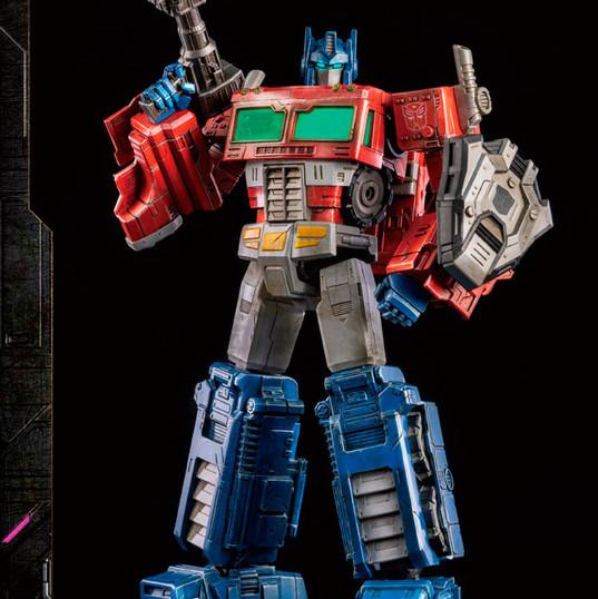 Optimus Prime by Threezero DLX Transformers: War for Cybertron Trilogy