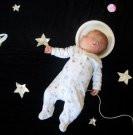האמא שצלמה את התינוקת (Mila) בשנתה