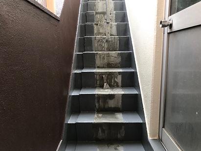 C階段長尺シート貼り工事施工前.JPG