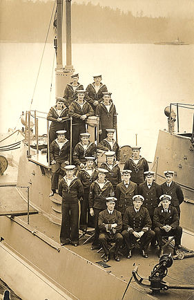 Early crews of CC1-2 in Esquimalt, 1914 (Cdr BE Jones, RN, collection)