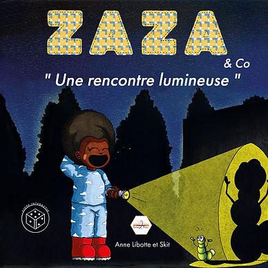 « Zaza s'aventure seule le soir pour regarder les étoiles et la lune. Mais une nuit, elle se retrouve complètement dans le noir et fait une drôle de rencontre… une rencontre lumineuse ». Un livre jeu, où l'enfant devient le compagnon des héros !  Ce récit amène la contribution créative dans lequel le livre lui-même cherche l'interaction de l'enfant.