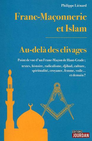 """Regard d'un Franc-Maçon de haut-grade sur l'islam et la Franc-Maçonnerie.  La franc-maçonnerie n'est pas """" une """", mais """" diversité """" ; il en va de même pour l'islam ; la tradition s'accommode-t-elle de la modernité ? La maçonnerie, ensemble de laboratoires de pensée libre, ambitionne l'amélioration de l'humanité au travers celle de soi par la réflexion, la recherche spirituelle voire l'analyse sociétale ; l'islam semble nourrir un projet de société d'amour à travers des valeurs spirituelles ; induit-il la paix ou la soumission belliqueuse ?  L'auteur, franc-maçon de haut-grade, se plonge dans les origines de la franc-maçonnerie et de l'islam par les textes, rappelle les circonstances de leur propagation respective et leurs relations d'hier et d'aujourd'hui à la lumière des penseurs éclairés, de la décolonisation, et du djihad ; il jette un regard libre constructif tant sur la maçonnerie que sur l'islam.  En terme d'analyse philologique et donc non théologique, l'islam est-il la dernière religion révélée ? Allah aurait-il été d'abord un dieu de Babylone, principe masculin d'un binôme ? Mahomet était-il un conquérant ?  Du point de vue maçonnique humaniste, l'islam né au VIIe siècle, éclairé puis figé, doit-il se moderniser au XXIe siècle et se repenser ?  Religion, croyance et culture, doivent-elles être confondues ? Quel regard d'un franc-maçon au sujet du voile, de la burqa, du burkini à la mode ? Quelle place pour les femmes en franc-maçonnerie et dans l'islam ? Radicalisme, rôle de la culture et de l'éducation ? Allah, le Grand Architecte de l'Univers, la Sagesse ancestrale, la Vérité ultime et unique, quid ? Un universalisme spirituel est-il envisageable ? Quel dialogue ? Est-il possible d'être de culture ou de foi musulmane et franc-maçon ?  L'auteur rappelle, sans tabou, des points de compréhension à destination de tous, musulmans, maçons ou autres, qu'ils soient agnostiques, croyants ou athées.  L'ouvrage se veut œuvrer à la compréhension, et bien plus, tente"""