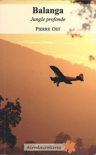 Trois hommes ; trois vieux amis, pilotes passionnés d'avions légers. Mais l'un des trois souffre d'un cancer, il est convalescent. Pour aider leur ami à sortir de ses idées noires, les deux autres décident d'organiser un vol exceptionnel : Un voyage en avion léger vers l'Afrique du sud. Cependant, une panne au-dessus de la jungle congolaise les oblige à se dérouter vers un très petit aérodrome de campagne, perdu en pleine forêt équatoriale et exploité seulement par un docteur, une doctoresse plutôt. C'est le début de l'aventure. Un groupe de bandits, un enlèvement, une prise d'otage, une bataille, un dénouement ! Une aventure pleine d'amitié, d'amour et d'optimisme.
