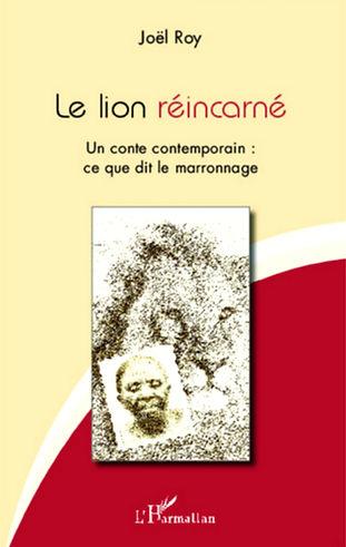 La Surinamaise Yvelien Harderwijk, demeurant aux Pays-Bas, serait la réincarnation d'un esprit africain, celui du Roi-Lion des Mandingues d'Afrique occidentale, autrefois emmené en esclavage et dont on perd la trace après qu'il eût marronné, quelque part en pays Demarara, dans l'actuel Guyana, ancienne colonie britannique située sur la côte nord-Atlantique de l'Amérique du sud. Le lecteur pourra considérer ce récit soit comme un témoignage, soit comme une fiction.