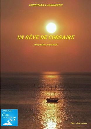 « Nous t'avons découvert un jour, toi, le Corsaire, relâchant dans une crique de notre généalogie » …  L'auteur redonne vie à un ancêtre natif de Brouage, citadelle au cœur des marais salants de Charente-Maritime. Il nous entraîne dans le sillage de ce Corsaire, un bourlingueur au service du Roy, pour des « courses » lointaines aux rencontres souvent tumultueuses. Du rêve, de l'aventure, un personnage en démesure à la dimension des mers qu'il affrontait. Tel était l'univers de ce « coureur des mers » impénitent.  Jacques-Elie a-t-il réellement existé ? Peu importe…  Il vit « amarré à mon âme ! » nous confie l'auteur… Bon vent dans l'Eternité !