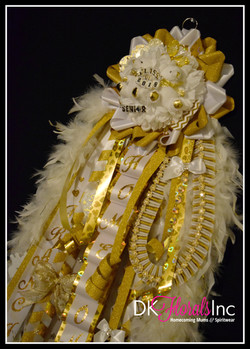 Senior Works Homecoming Mum