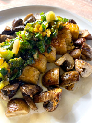 Sautéed Tempeh & mushrooms with green scallion sauce
