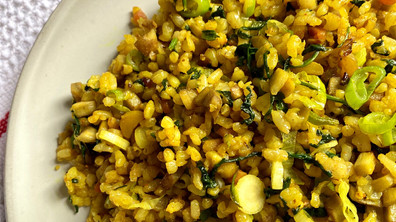 Immune-boosting recipe : Fried rice with Burdock root & Turmeric