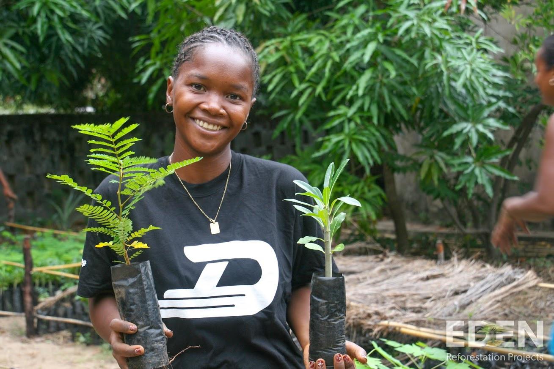 Madagascar_2013_Mamatiana holding seedli
