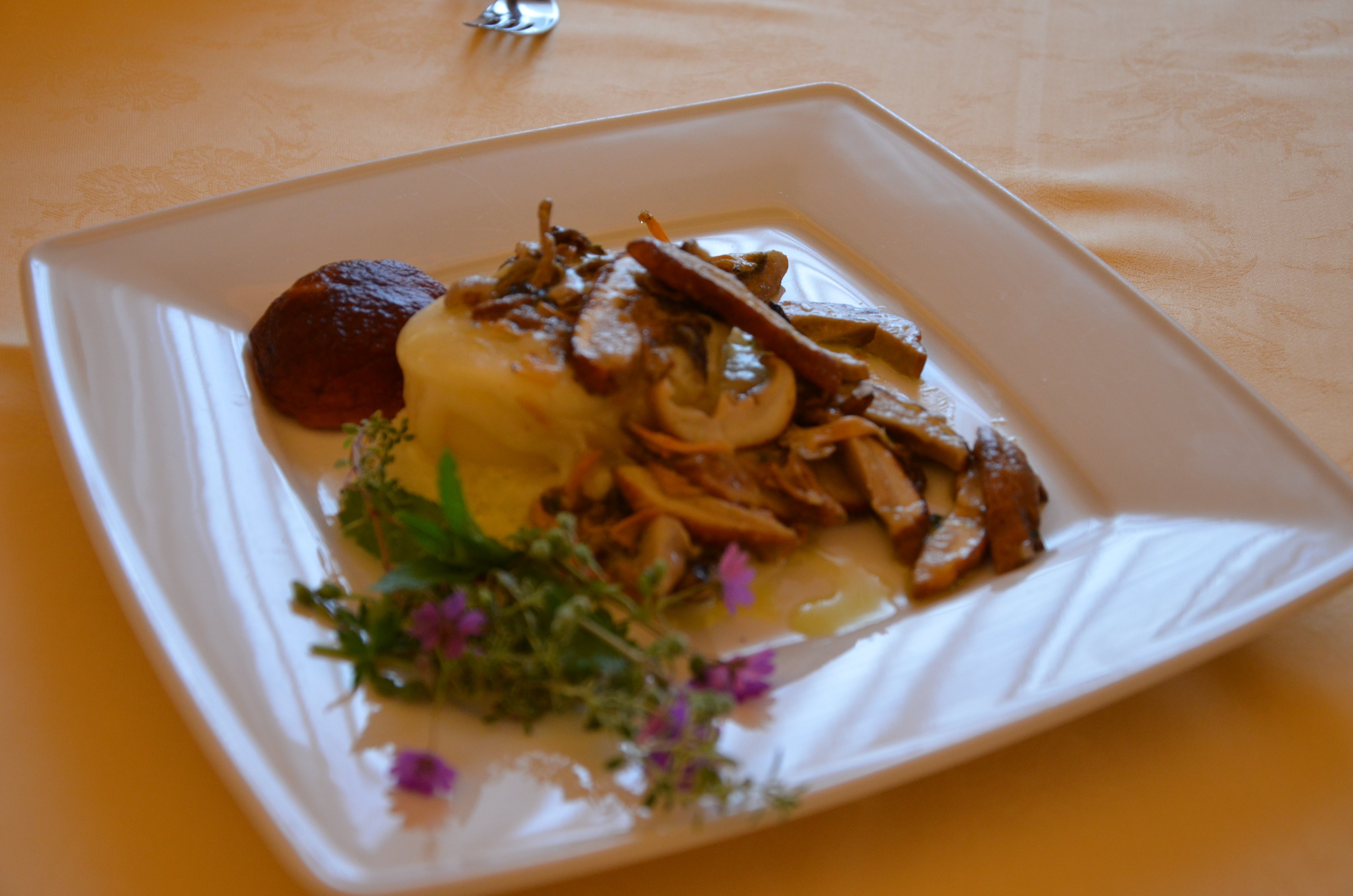polenta ,asiago e funghi porcini