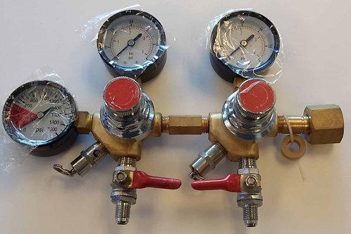 Duel output CO2 regulator