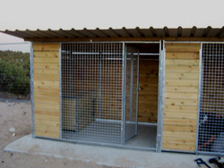 jaula 2'5 x 2 en madera.jpg