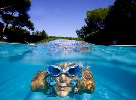 Est-il possible de nager sous l'eau avec des lentilles ?