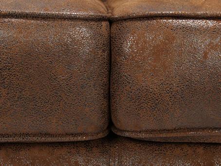 Nettoyez votre canapé microfibre en seulement 4 étapes !